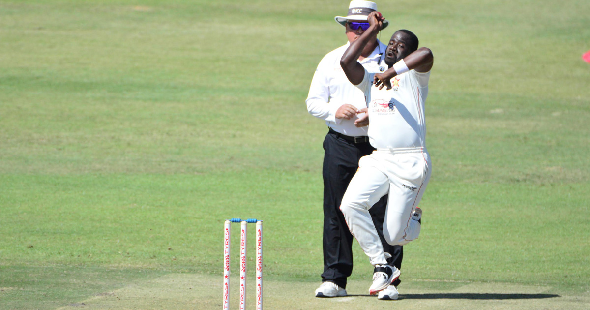 Tiripano claims three scalps but Pakistan remain in control